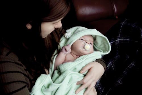 产后尿失禁要做手术吗?产后如何做无氧运动