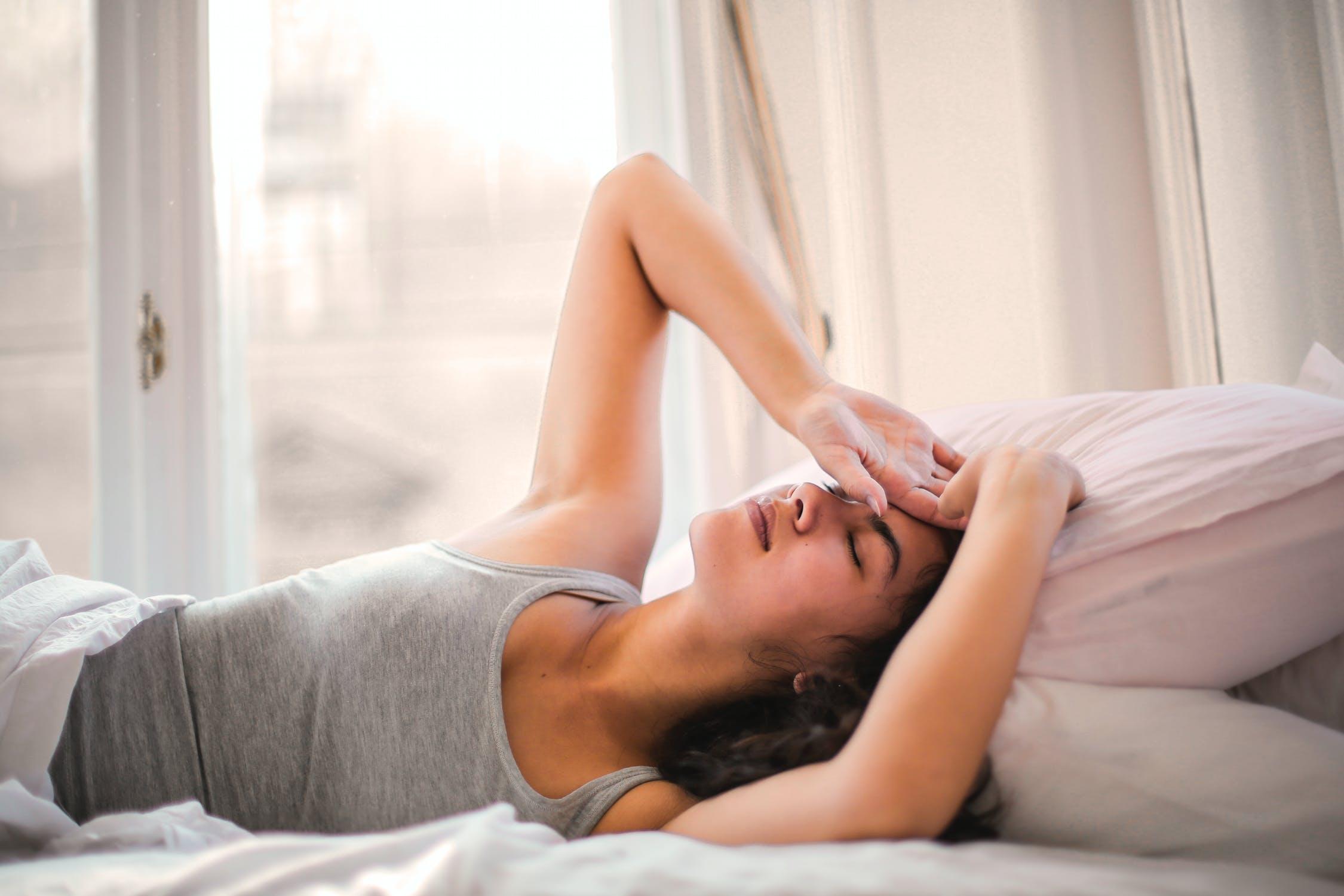 产后满月发汗,产后出汗吃什么改善?