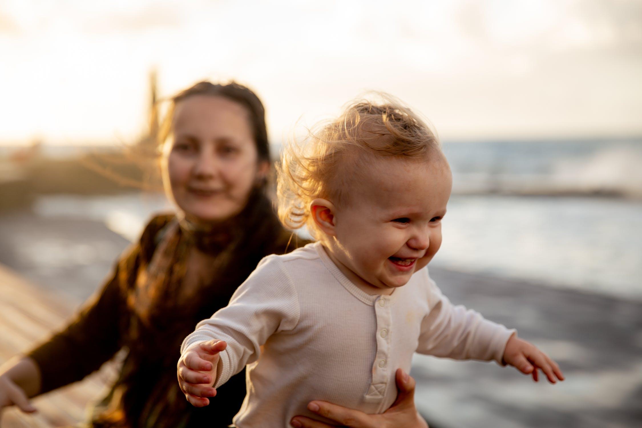 育婴师行业怎么样?育婴师培训有什么要求?