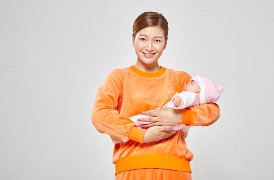 做月嫂、育婴师哪个比较好?哪个更有前途?