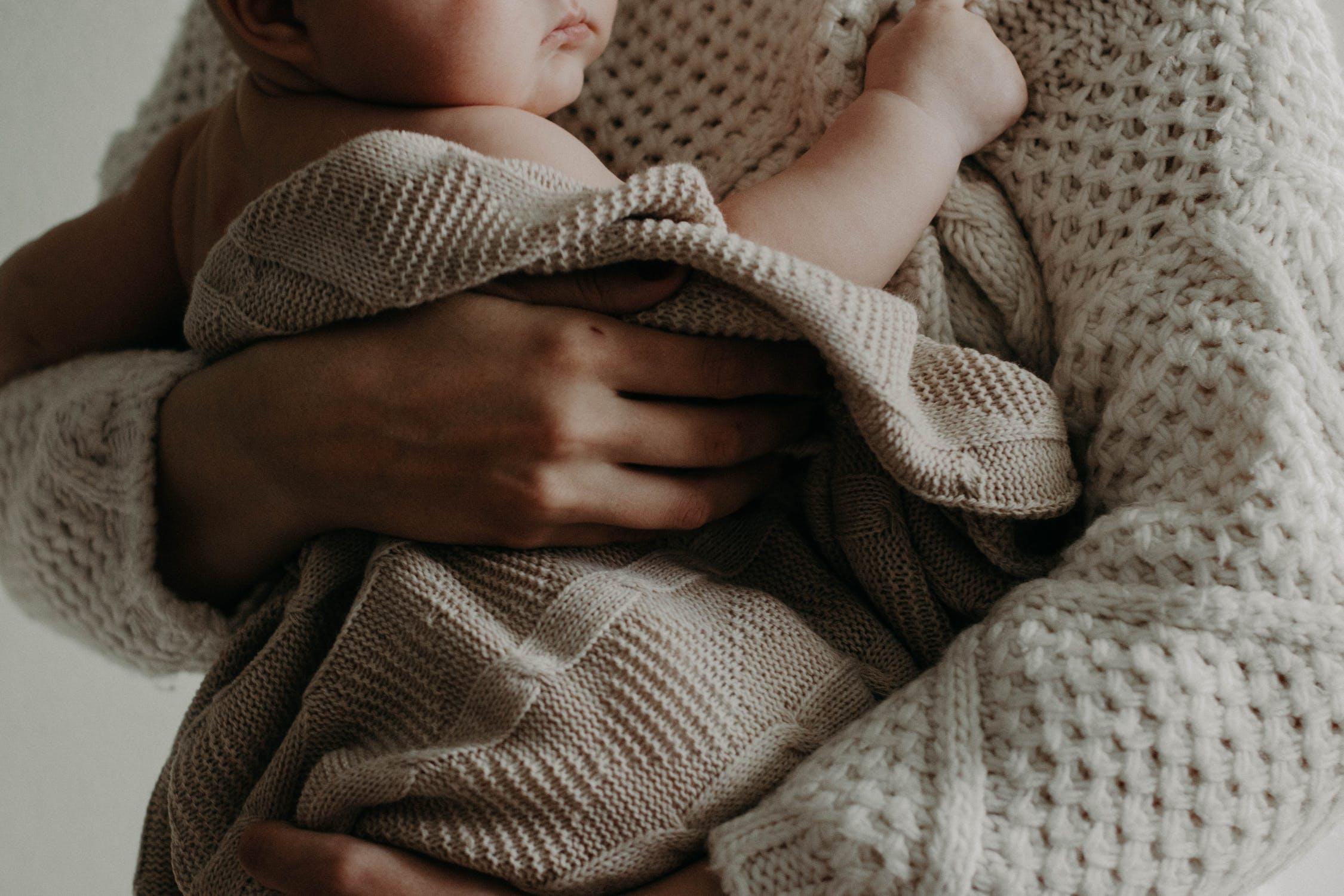 什么是育婴师?高级育婴师证要怎么考?